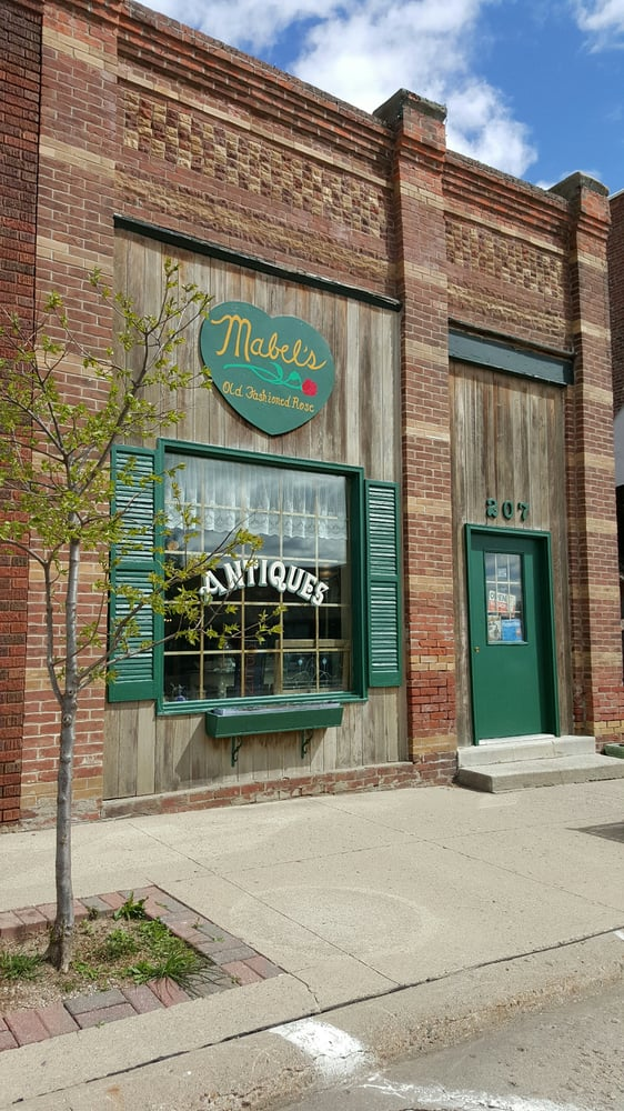 Mabel's Old Fashioned Rose: 207 Antique City Dr, Walnut, IA