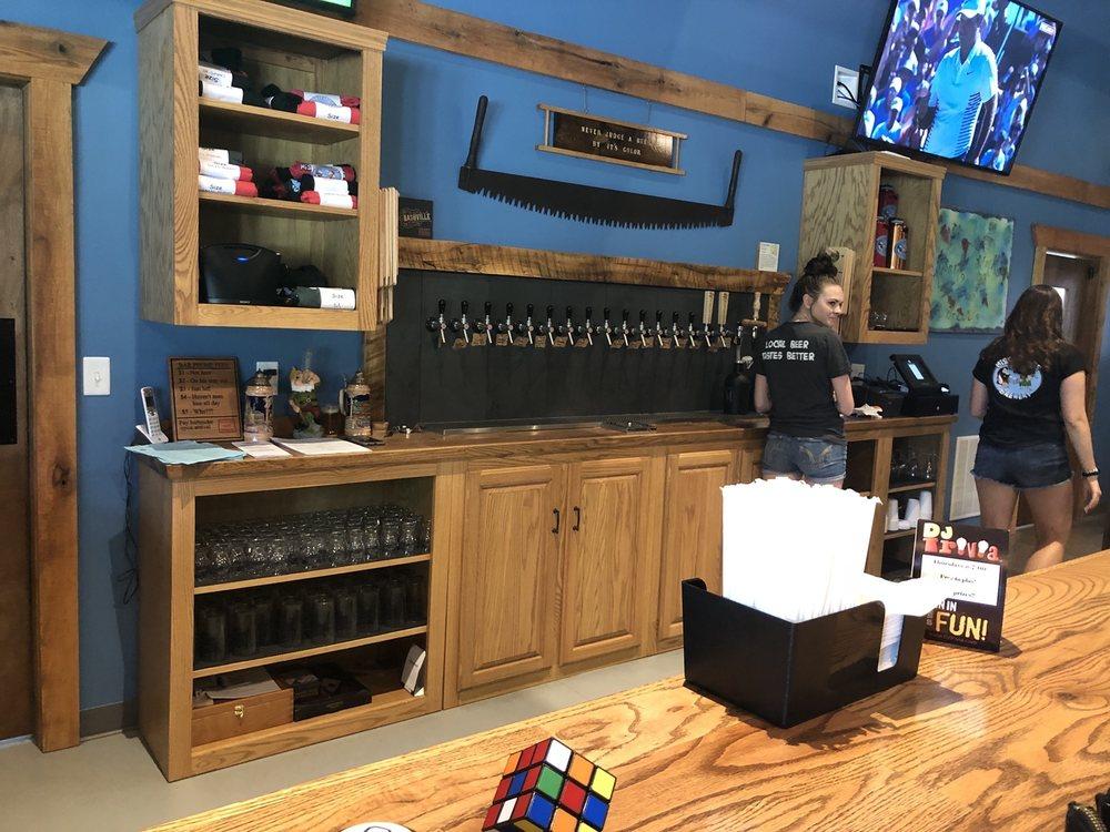 Missing Links Brewery: 891 Evans City Rd, Renfrew, PA
