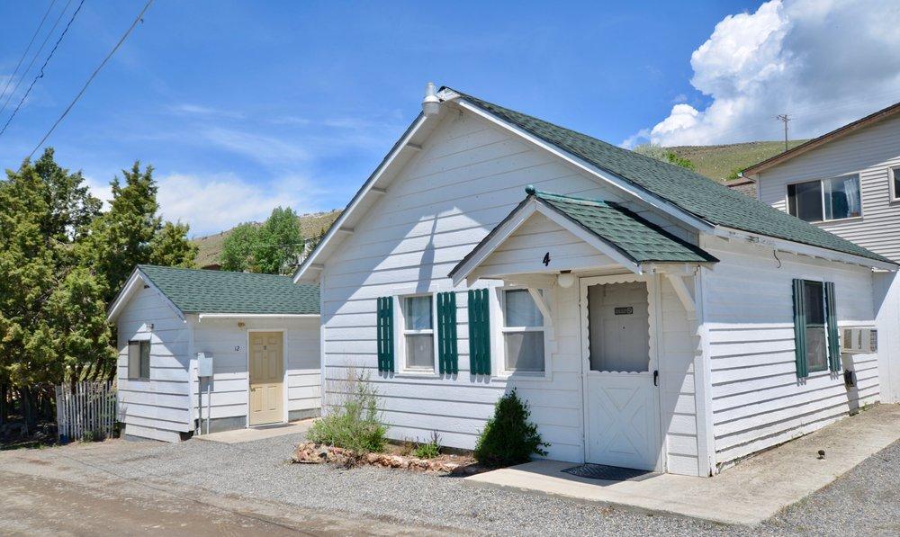 Hillcrest Cottages: 400 Scott St W, Gardiner, MT