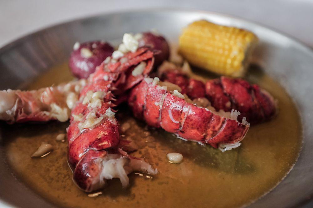 Hook & Reel Cajun Seafood & Bar: 1701 Sunrise Hwy, Bay Shore, NY