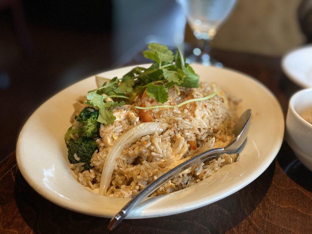 Silver Spoon Thai Restaurant: 23525 NE Novelty Hill Rd, Redmond, WA