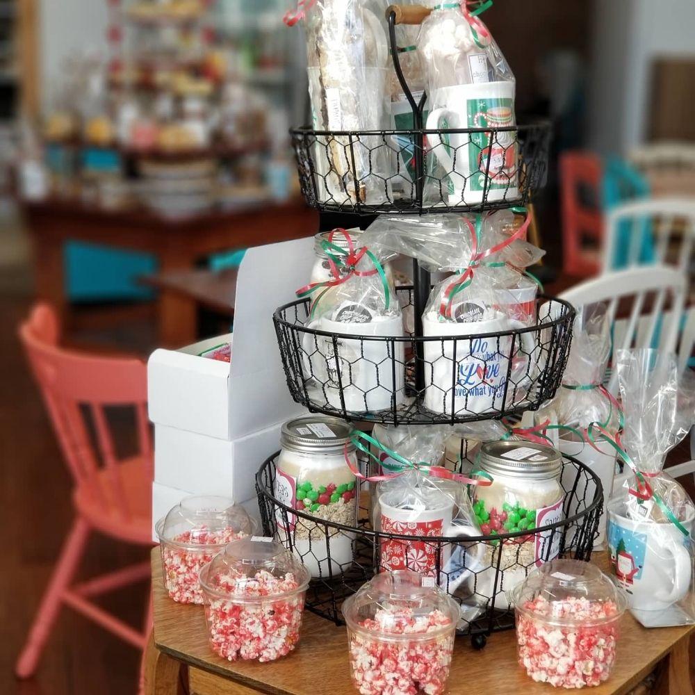 Holly's Sweet Treats: 205 S Main, Hutchinson, KS