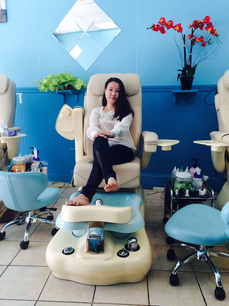 Queen nails salon 46 photos 14 reviews nail salons for Acton nail salon
