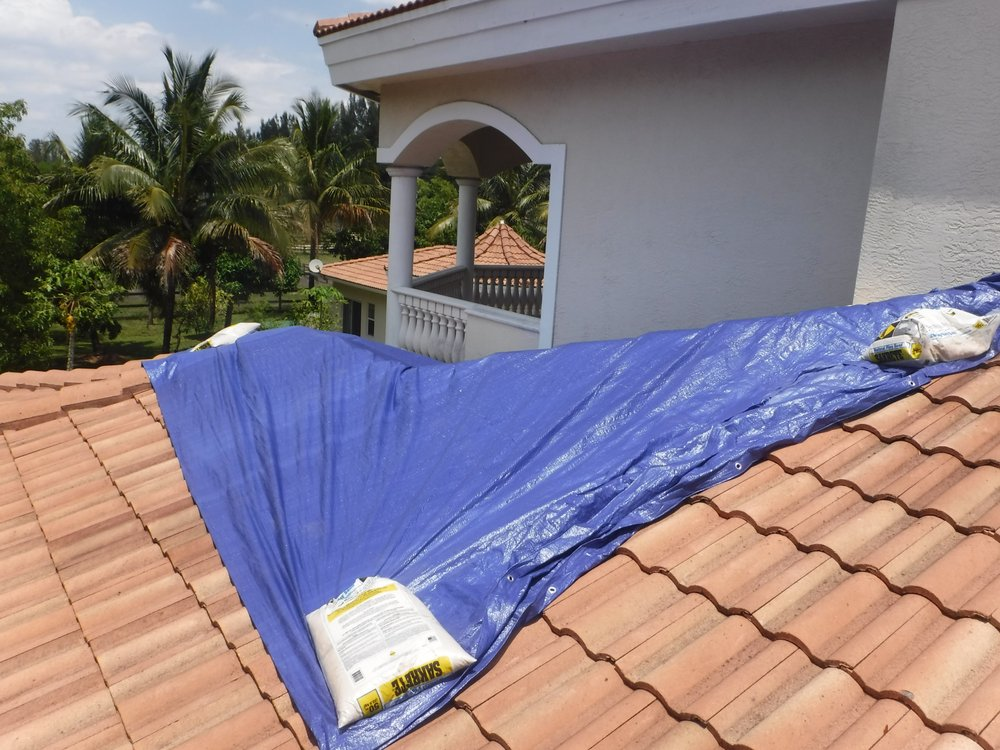How To Tarp A Leaking Flat Roof 12 300 About Roof