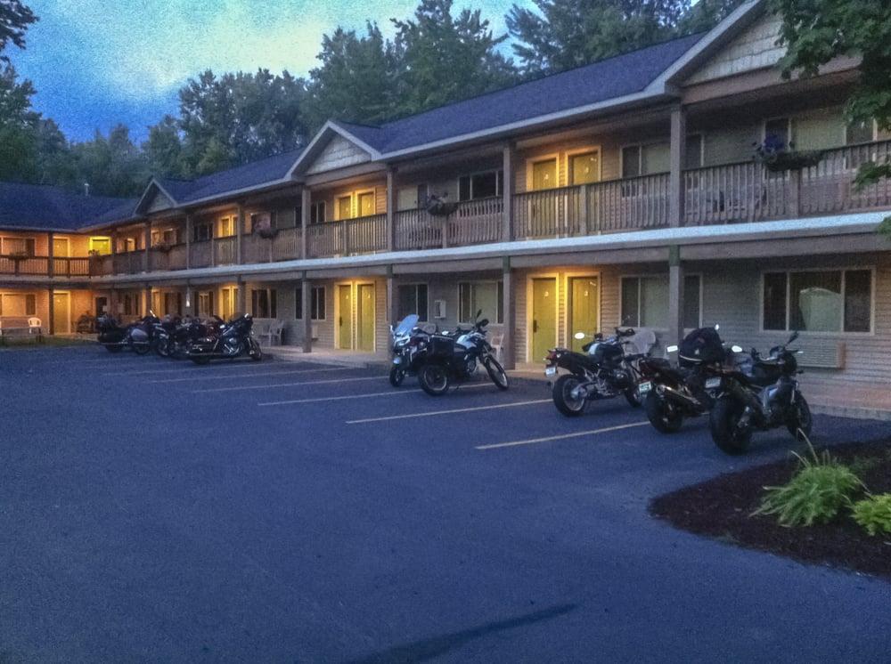 Bellaire Inn: 728 E Cayuga St, Bellaire, MI