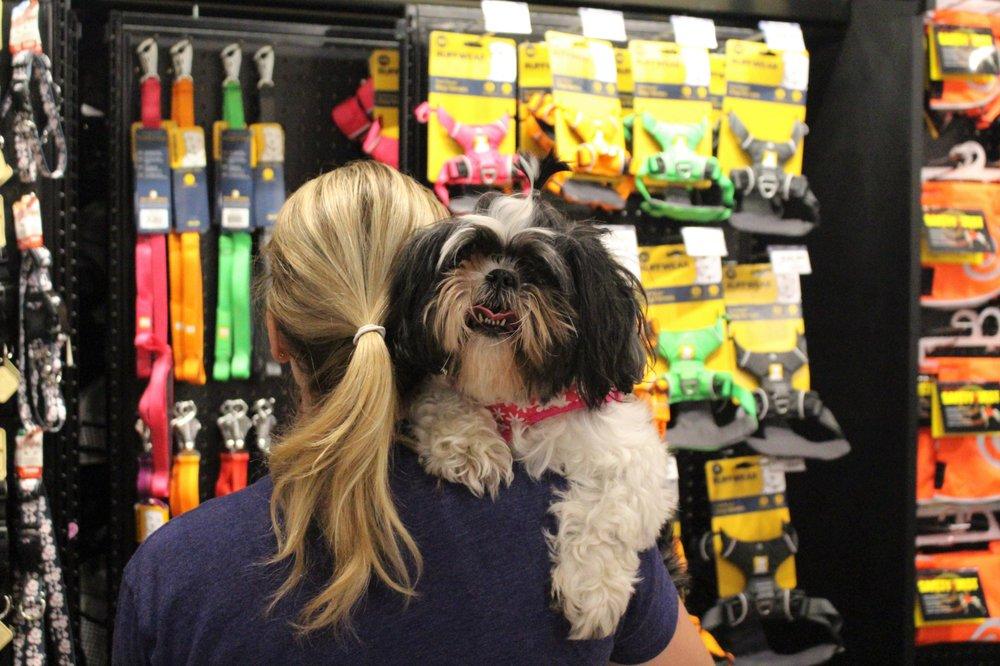 Chuck & Don's Pet Food & Supplies: 1500 Clinton Ln, Northfield, MN