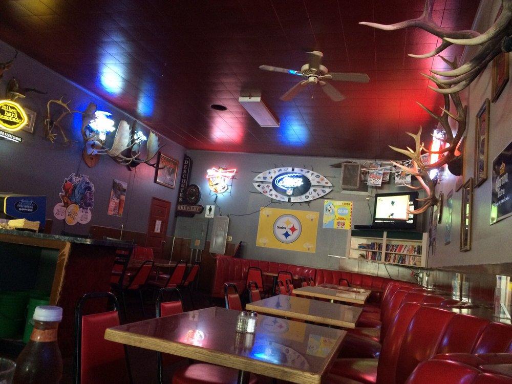 Rainbow Tavern: 411 Deschutes Ave, Maupin, OR