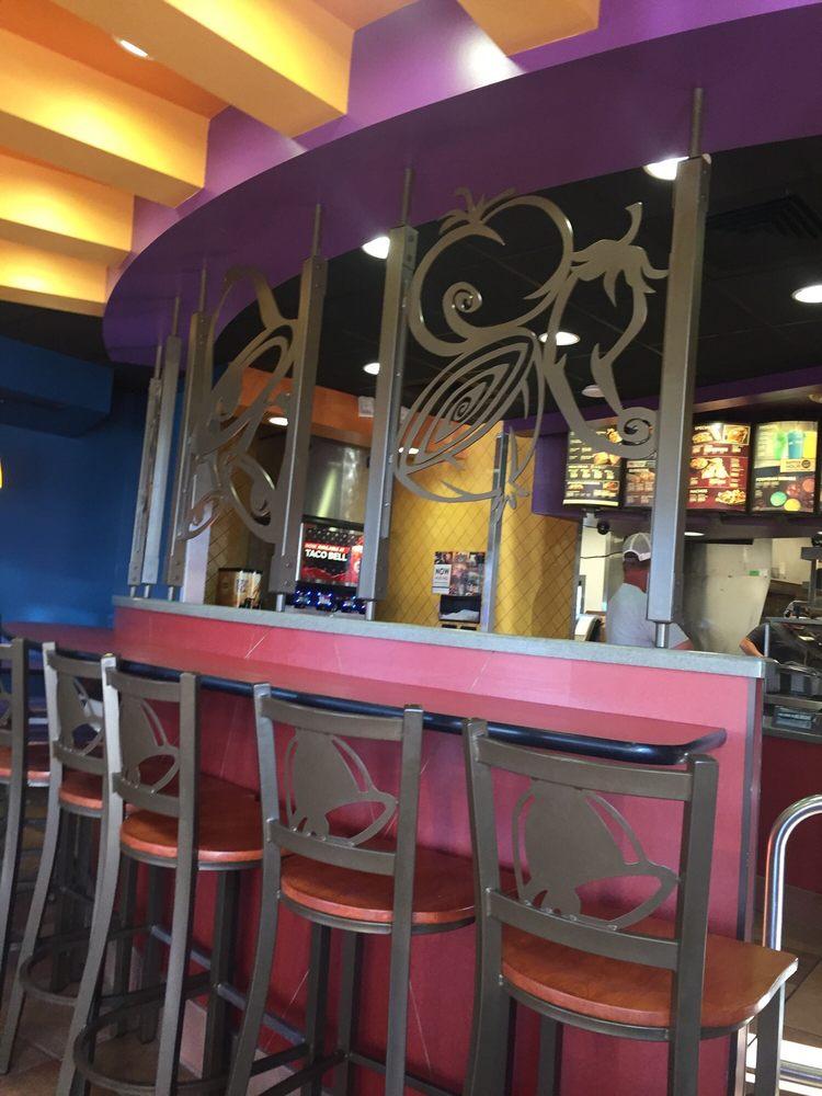Taco Bell: 916 S Us Highway 27, Saint Johns, MI