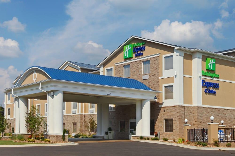 Holiday Inn Express & Suites Clarksville: 2502 W Clark Rd, Clarksville, AR