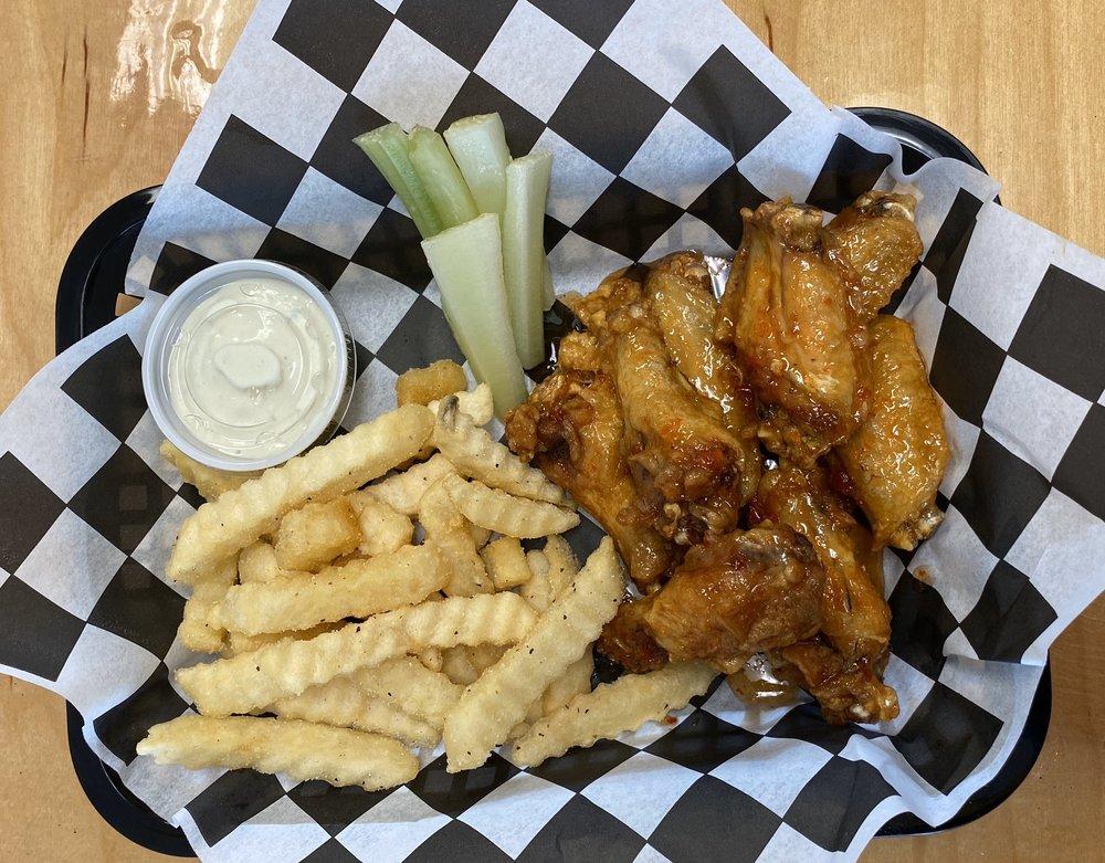 Food from Milos Wings & Phillys