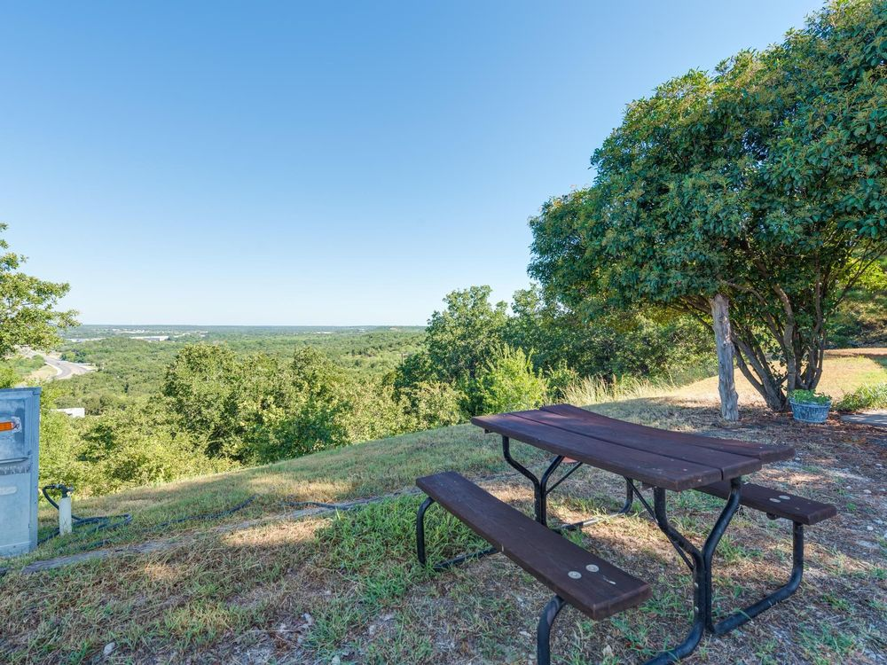 Eagle's Nest RV Park: 12700 Mineral Wells Hwy, Weatherford, TX